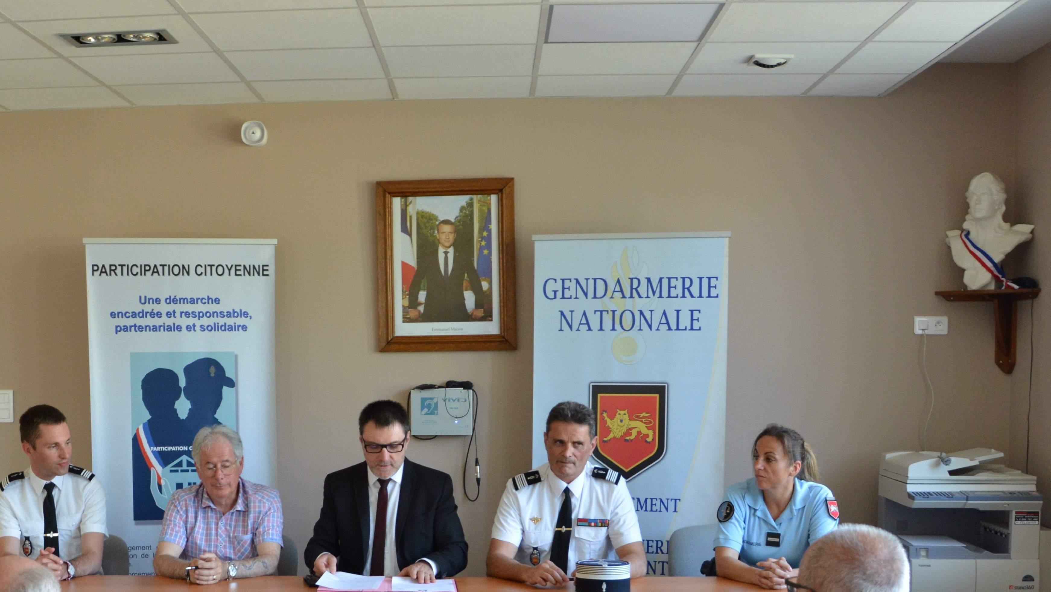 "Signature de la convention "" Voisins Vigilants"""